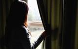 Nhân viên khách sạn hoảng hốt với nhóm khách thuê phòng lúc 3h sáng