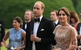 """Hoàng tử William bất ngờ """"bóc mẽ"""" khả năng phụ nữ của vợ trước đám đông"""