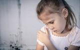 5 dấu hiệu nhận biết con bạn là đứa trẻ nhút nhát