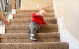 Bài tập vận động giúp bé 6 - 12 tháng tuổi thông minh, khỏe mạnh