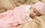 Clip hướng dẫn cách quấn khăn giúp bé sơ sinh ngủ ngon
