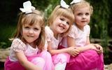 Những em bé sinh ba đẹp tựa thiên thần