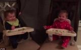 Clip hai bé sinh đôi chơi trốn tìm khiến trái tim các mẹ tan chảy