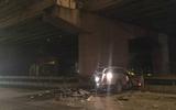 Hà Nội: Tài xế ô tô lao qua thành cầu Thanh Trì xuống đất tử vong