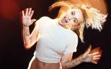 """Miley Cyrus: """"Mối quan hệ đầu tiên của tôi là với một cô gái"""""""