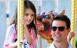 Tom Cruise đã gặp con gái Suri và đang hẹn hò với một cô gái Anh