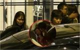 Lee Byung Hun uống rượu say ôm hôn người phụ nữ khác ngay trước mặt vợ