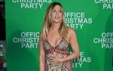 Jennifer Aniston liên tục sờ bụng trên thảm đỏ dấy nghi vấn bầu bí