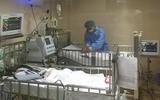 Cứu sống 2 bé bị bệnh ho gà biến chứng nặng bằng phương pháp ECMO
