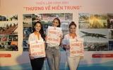 """Phạm Hươngcùngcác thí sinh The Face thân thiết tại sự kiện""""Thương về miền Trung"""