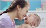 Học mẹ Nhật sử dụng khăn ướt đúng cách cho bé