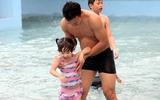 Mùa hè, hãy dạy con tập bơi ngay vì đã có nhiều trẻ em chết đuổi chỉ trong một phút lơ là