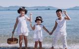 Bộ ảnh 3 nhóc tì siêu yêu vui đùa trên biển