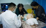 Mẹ tật nguyền bất chấp nguy hiểm sinh con khiến hàng triệu người rơi lệ