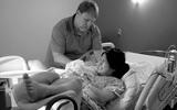Nghẹt thở chứng kiến hành trình vượt cạn đau đớn suốt 12 giờ đồng hồ của mẹ Việt ở Mỹ