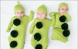 Hình ảnh đáng yêu của những hạt đậu sinh ba trong trang phục do mẹ thiết kế
