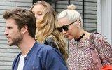Miley Cyrus đi ăn cùng gia đình bạn trai Liam Hemsworth