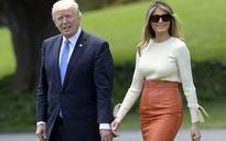 Mỗi lần đi công du với chồng là bà Trump lại mạnh tay sắm đồ hiệu từ đầu tới chân