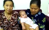 Hà Nội: Nghe tiếng chuông, chủ căn hộ bất ngờ thấy bé gái 6 tháng tuổi bị bỏ rơi trước cửa nhà