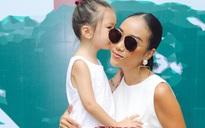 """Mẹ con Đoan Trang diện đồ đôi, đáng yêu """"hết nấc"""" trong họp báo"""