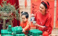 Hoa hậu Đậu Hồng Phúc rạng rỡ sắc đỏ đón xuân bên con gái đáng yêu
