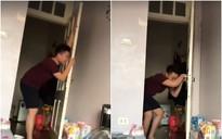 Clip: U23 Việt Nam bị đội bạn dẫn trước, chồng khóc như mưa, vùng vằng như trẻ nhỏ khiến vợ vừa thương vừa bật cười