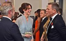 Công nương Kate diện đầm bay bổng cùng chồng đi xem phim James Bond