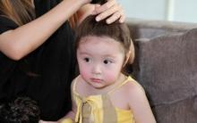 Con gái Elly Trần ngoan ngoãn để mẹ làm đẹp trong hậu trường chụp ảnh