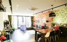 Căn hộ có ban công rộng đến 70m² đẹp ấn tượng của cặp vợ chồng trẻ ở Hà Nội