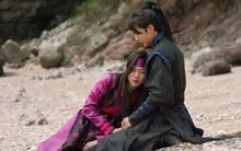 Yoo Seung Ho lại gây khó chịu khi ôm ấp vỗ về nữ phụ