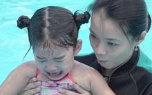 Xuân Lan hoảng hốt khi thấy con gái òa khóc dưới bể bơi