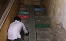 Nửa đêm, vợ phát hiện chồng sơn cầu thang khu tập thể màu