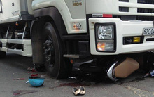 Thai phụ tử vong sau khi bị xe tải cuốn vào gầm