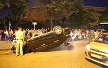 Hà Nội: Nữ tài xế lái ô tô tông đổ cột điện và lao vào xe máy khiến 2 người nhập viện
