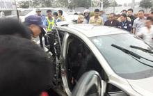 Hà Nội: Xe ô tô bẹp dúm khi va chạm với đầu kéo, 2 phụ nữ phải nhập viện cấp cứu
