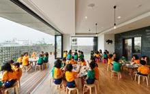 Có một trường mẫu giáo đầy ánh sáng, ngay cả lúc ăn trẻ cũng được đón gió trời