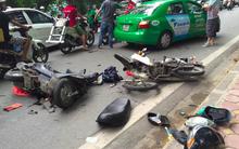 Hà Nội: Tai nạn liên hoàn trên phố Hoàng Hoa Thám, 1 người nhập viện cấp cứu
