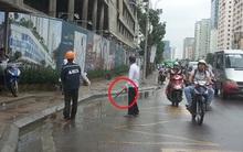 Hà Nội: Thót tim thanh sắt từ trên cao rơi xuống suýt trúng người đi đường