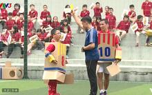 Cười mỏi miệng với trận đấu bóng đá kịch tính của 3 thế hệ