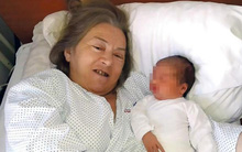 Vừa nghe tiếng con khóc sau sinh, người chồng quyết định làm một việc tàn nhẫn với vợ chung sống mấy chục năm