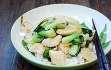 Gà xào cải theo phong cách Hàn Quốc đơn giản mà trôi cơm đến không ngờ