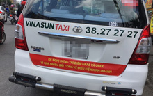 """Vụ taxi Vinasun để khẩu hiệu """"chống"""" Grab, Uber: Lãnh đạo nói nhân viên tự phát, tài xế lên tiếng tố ngược"""
