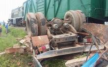 Hà Nội: Xe tải chở gạch cố băng qua đường sắt bị tàu hỏa tông khiến tài xế tử vong