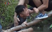 Nguyễn Hải Phong phát hoảng vì con trai Xì Trum trượt chân té xuống ao