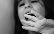 Con gái 3 tuổi sợ tắm, mẹ chết lặng khi phát hiện nam y tá đã cưỡng hiếp con ngay tại nhà mình