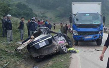 Xe con va chạm kinh hoàng với xe tải khiến 4 người tử vong