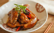 Trời lạnh ăn cánh gà rim mắm ớt thì bao nhiêu cơm cũng hết veo