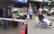 BV Bạch Mai: Bệnh nhân đang ngồi xe lăn chờ, bảo vệ vẫn không cho xe cứu thương vào đón?