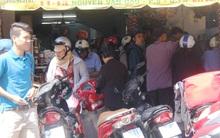 Người Sài Gòn xếp hàng chờ mua đồ ăn chay ngày rằm tháng Giêng