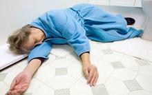 """Thức dậy trong xe cấp cứu sau khi bất tỉnh trong phòng tắm, mẹ biết """"thiên thần"""" đã cứu mình"""